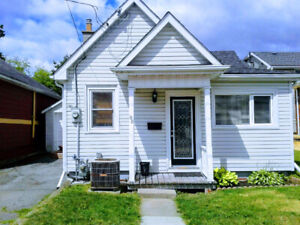 2 bed, 1 bath bungalow at Division/Princess; available Sept 29