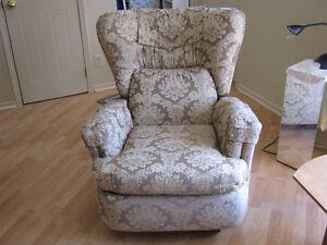 fauteuil genre la-z-y- boy tres propre