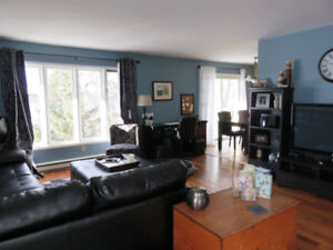 Lovely Bright 2 bedroom Character flat-Lake view