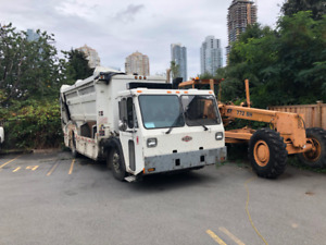 2009 Crane Carrier Garbage Recycling Truck