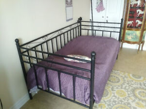 DayBed With Mattress Excellent Condition