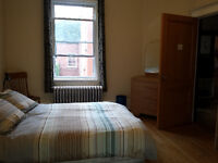 Grande chambre a louer dans NDG... Large room for rent...