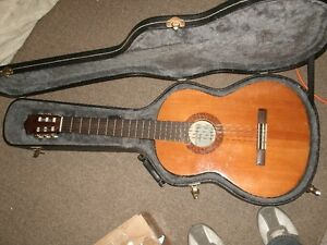 Yamaha c-40 classical guitar-very good for students!