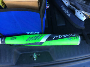"Easton Mako high end bat 32"" drop 8"" 24 ounce"