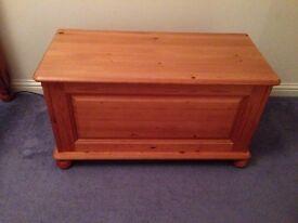 Pine blanket box good condition