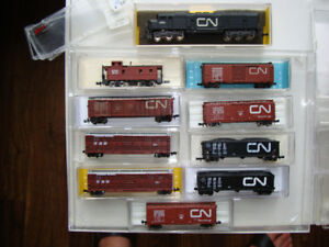 Model Train N scale  CN Locomotive EMD-7 Long and 9 Freight cars