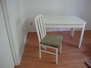 table en bois repeinte