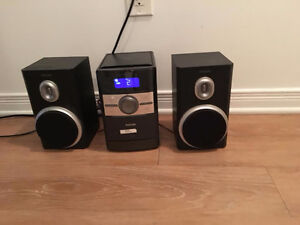 Philips CD stereo with two speakers