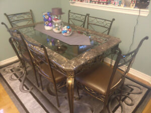 Great Condition Dining Table and 6 Chairs for Sale!