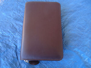 WINE COLOR DAY-TIMER ZIPPERED 6 RING BINDER LEATHER