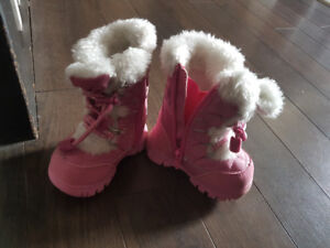 Size 4 the childrens place winter boots