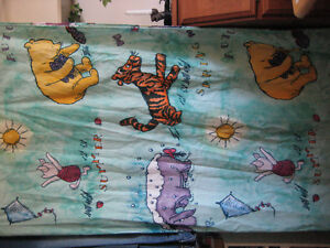 Fabric shower curtain 'Pooh'