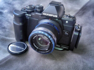 FS: Olympus EM10 Mark II (Excellent Condition) micro four thirds
