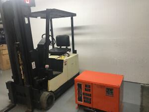 Crown Electric Forklift  with Charger, 3000 lbs Capacity