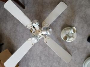ventilateur de plafond et lumière de plafond