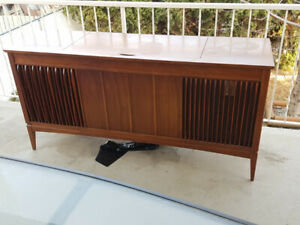 Record player / Stereo / Furniture