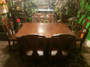 Late Victorian Antique Dining Table Set
