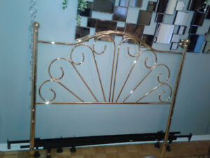 Metal headboard for a double