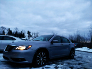 RARE!!!!    $82 BI WEEKLY OAC!!!  2013 CHRYSLER 200 S.
