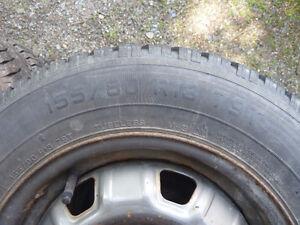 4 pneux d'hiver 155/80 R13 avec jantes 4 trous