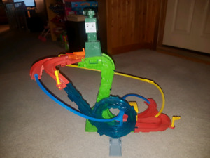 Thomas minis motor raceway plus carrying case with 14 cars.