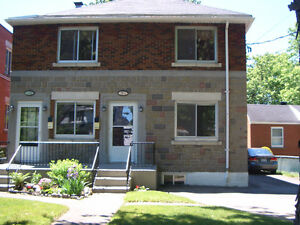 **SUPERB 1st of DUPLEX, 5½,*2 PARKING, RENOVATED, NICE BACKYARD!