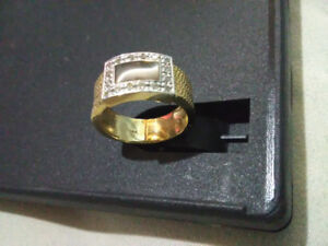 14KT Yellow Gold Womans Ring Size 6.5