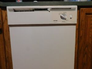 Built in dish washer /under counter white hotpoint