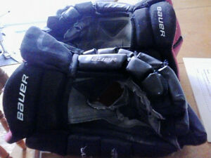 Bauer Gloves