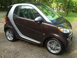 2013 Smart Fortwo Navigation, heated seats $44Wk. Sunroof!!!