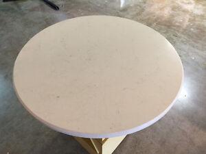 Liquidation tables en quartz 36'' à moitié prix!!