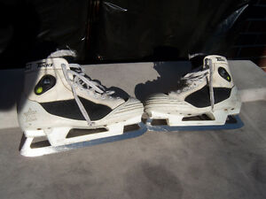 Size 9 1/2 CCM Pump Used Goalie Skates Windsor Region Ontario image 1