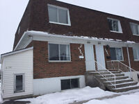 PIERREFONDS TOTALLY RENOVATED 41/2 UPPER DUPLEXE