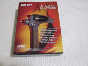 Star Trek T.O.S. Phaser 3-in-1 Universal Remote Control--MINT