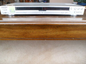 Sony CD/DVD Player (DVP-NS725P) Complete With Remote Control Windsor Region Ontario image 2