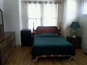 Room $290/mth heat electric, cable, wifi, laundry incl.
