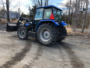 5635 NEW HOLLAND TRACTOR