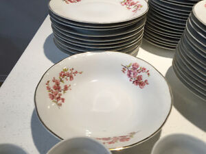 CHINA SET DISHES MADE IN ROMANIA ENSEMBLE VAISSELLE PORCELAINE West Island Greater Montréal image 5