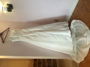 Wedding Dress Satin Embroided Ivory / Robe de Mariée Satinée