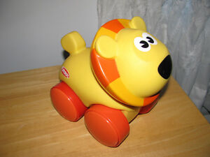 LION PULL TOY BY PLAYSCHOOL