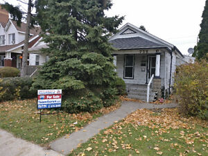 NEW LISTING! 736 Aylmer - CLOSE TO CAESARS WINDSOR