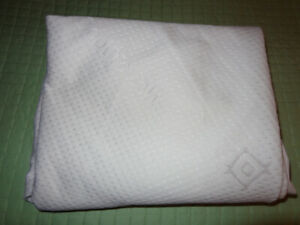 WATERPROOF MATTRESS PROTECTOR IN MINT CONDITION-DOUBLE BED SIZE