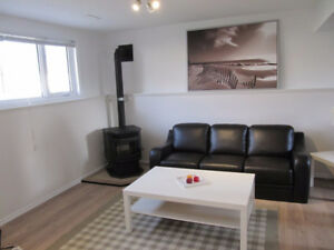 Thickwood 2 Bedroom Suite, new renov. close to shops