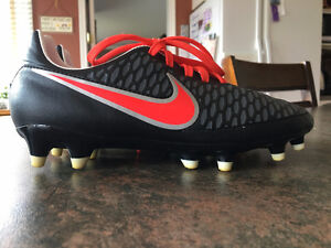 Ladies Nike Magista cleats size 7