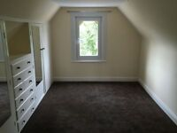 3 bedroom flat in Chigwell Road, Woodford Green, IG8