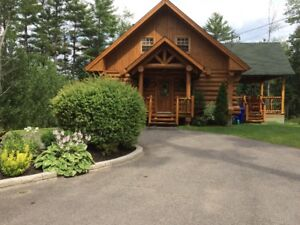 Gorgeous waterfront log cottage for rent - 45 min. from Gatineau