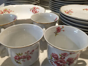 CHINA SET DISHES MADE IN ROMANIA ENSEMBLE VAISSELLE PORCELAINE West Island Greater Montréal image 3