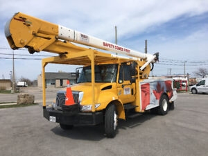 International Bucket truck 5TC-55