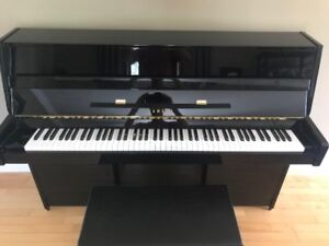 YAMAHA Model E108 Piano and Bench in Polished Black Ebony finish