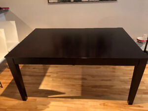 Dinning Table / table diner (Mobilia)